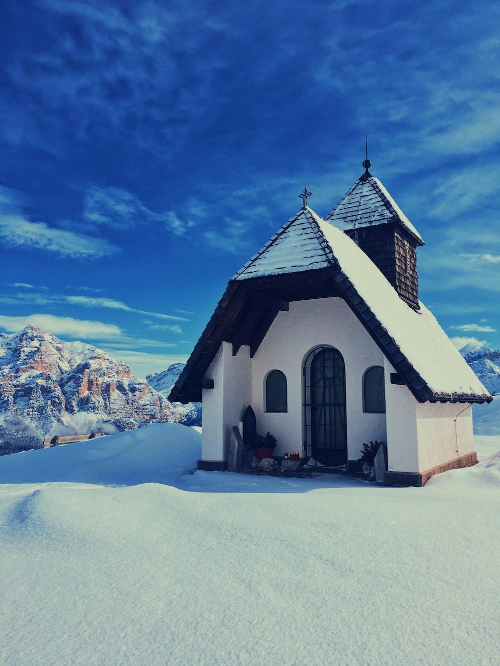 white house beside mountain