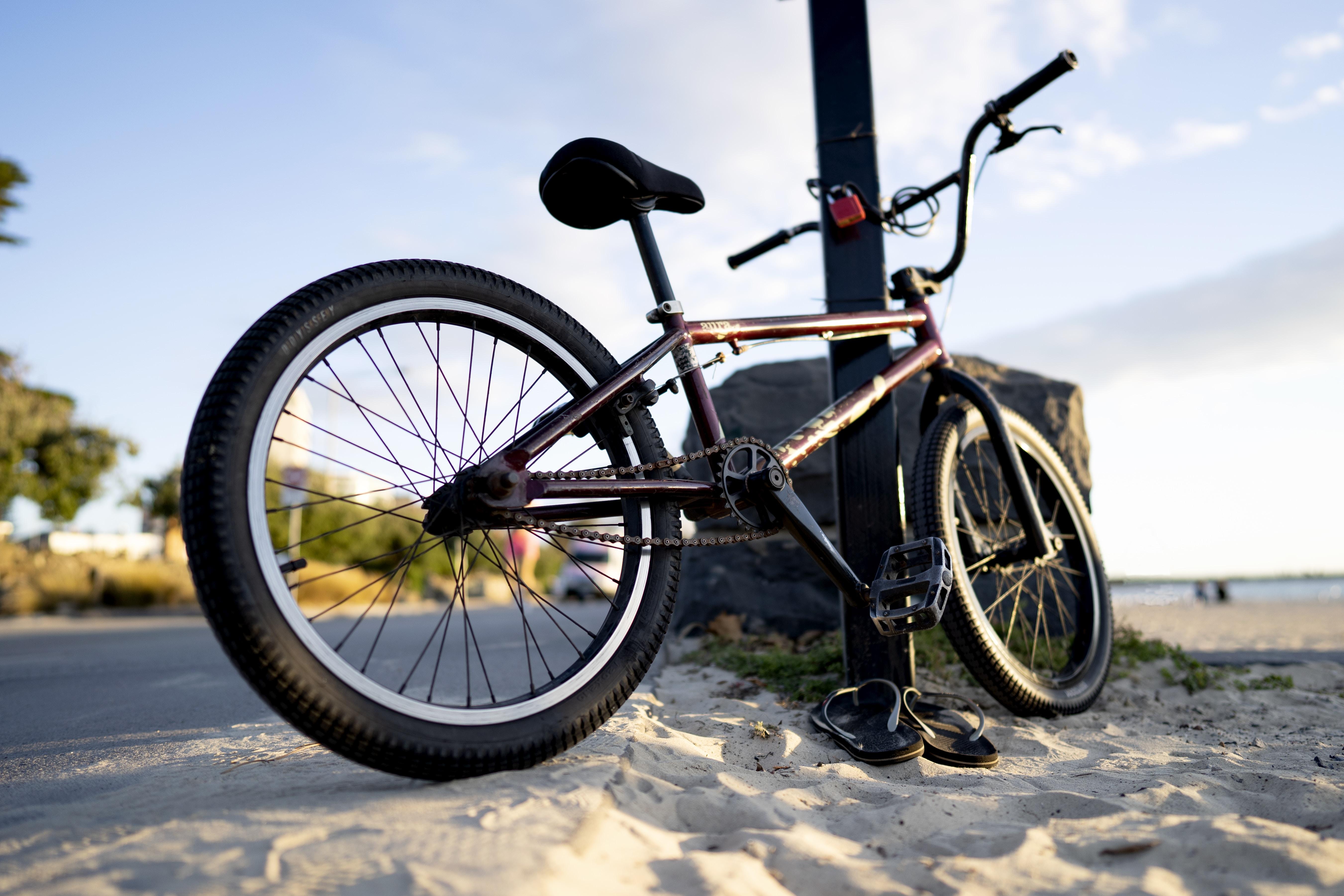 black and gray hardtail mountain bike
