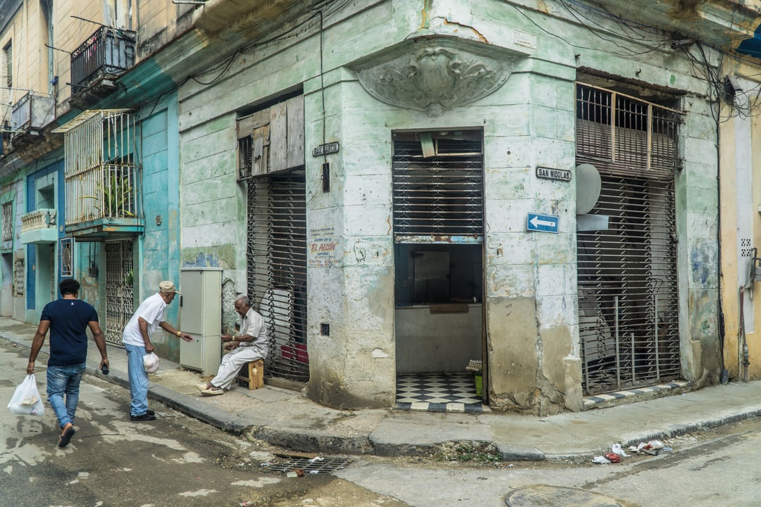 This is a year of change in Cuba, or this is the appearance its government wants to give with a new Constitution that promises a lot but still is a piece of paper. Visiting the island in 2018, the street murals, the state of buildings and ordinary life picture a country stuck in time, stuck in Revolution.