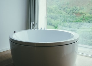 round white ceramic bathtub