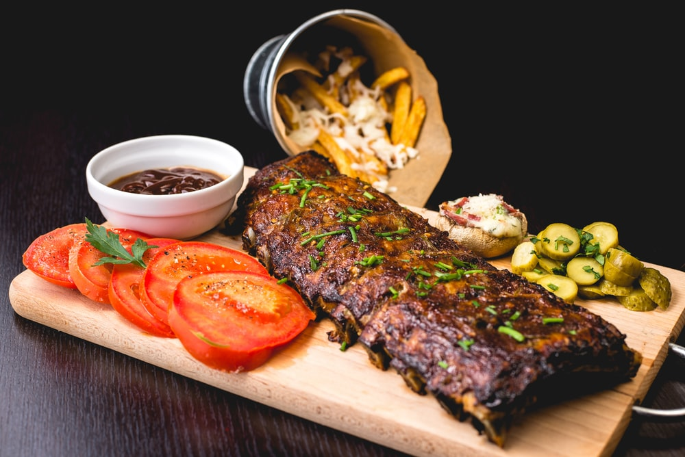 roasted ribs with sliced tomatoes and potatoes