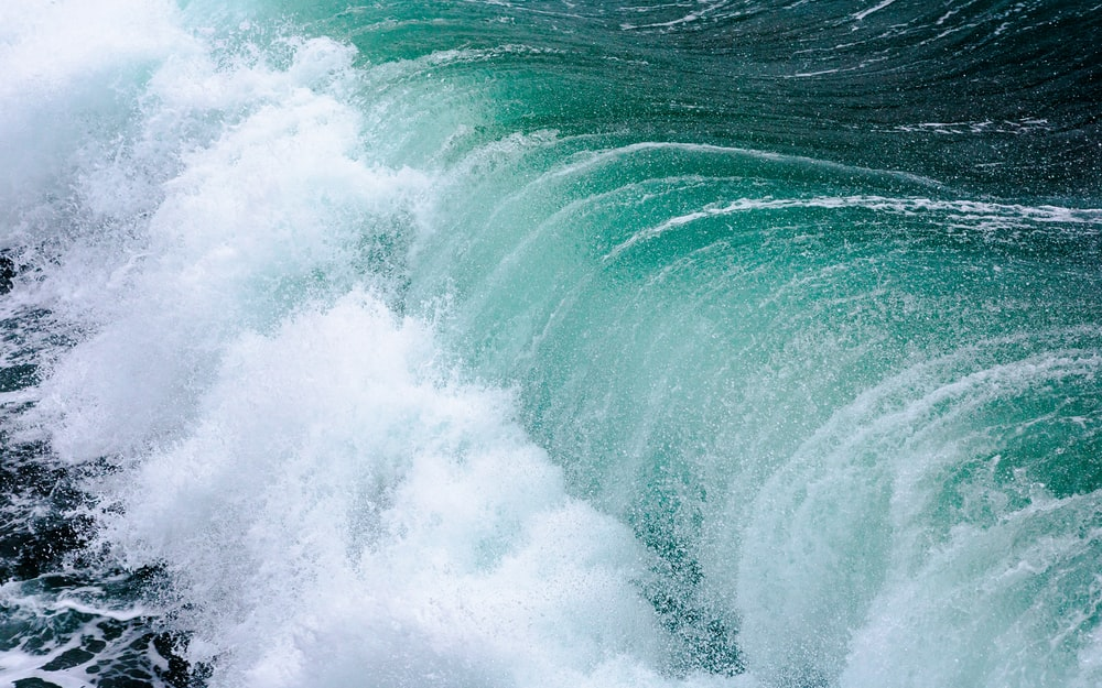 close-up photography of sea waves