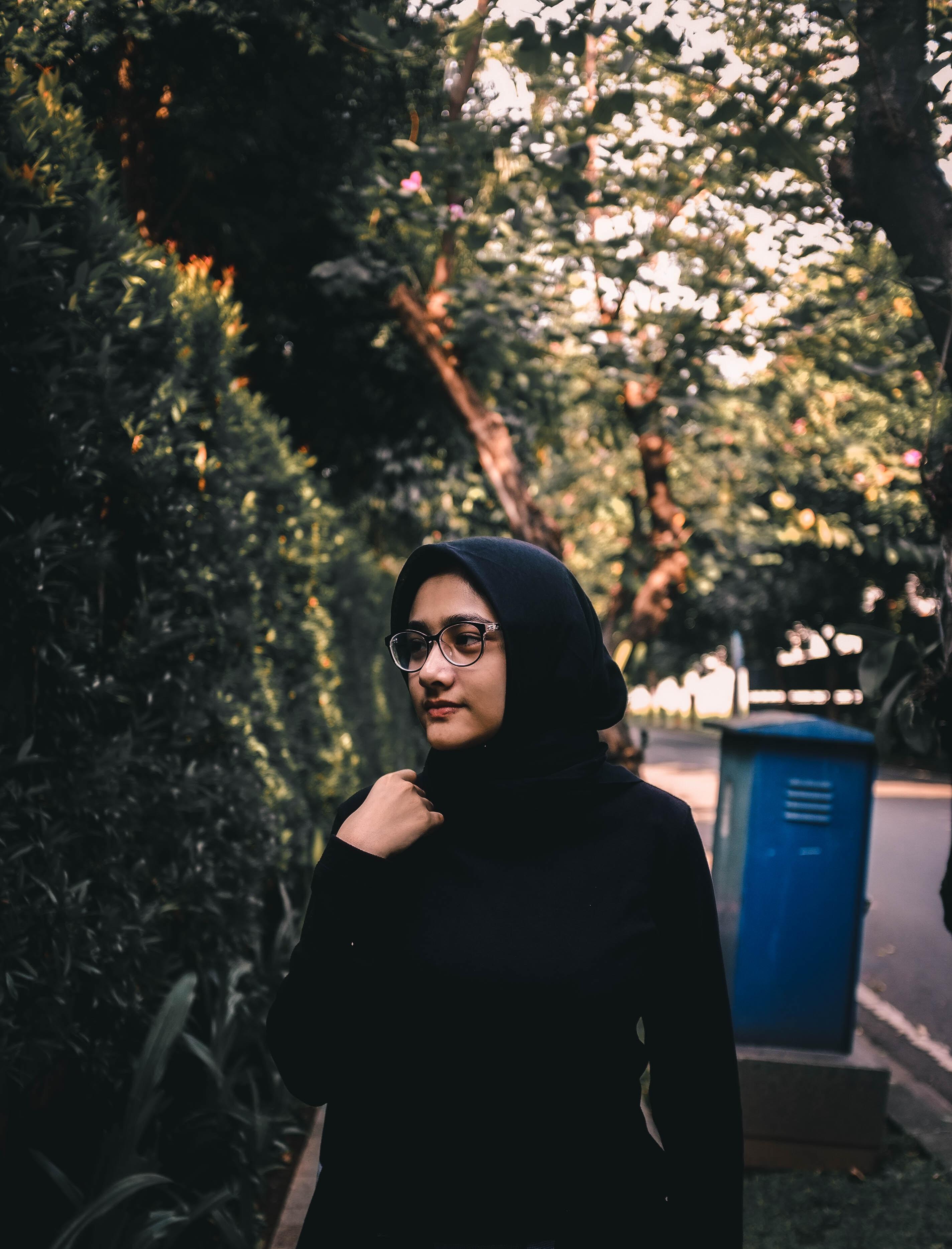 woman in black abaya dress