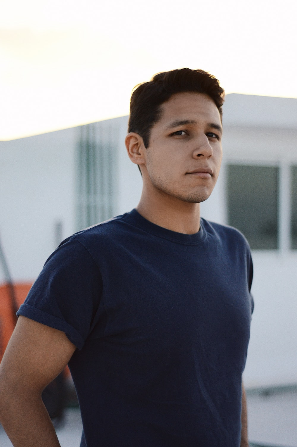 man in blue crew-neck tee shirt