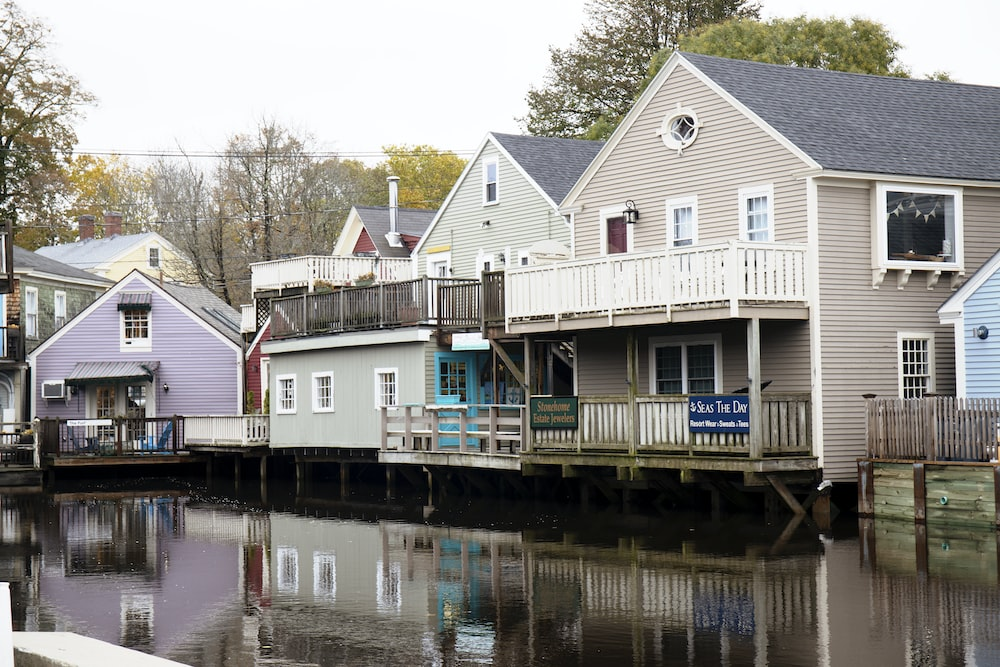 houses beside body of water
