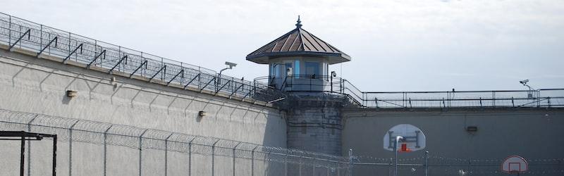 白鳥由栄は昭和の脱獄王として名を馳せた人物。4回にも及ぶ脱獄の真相とは?