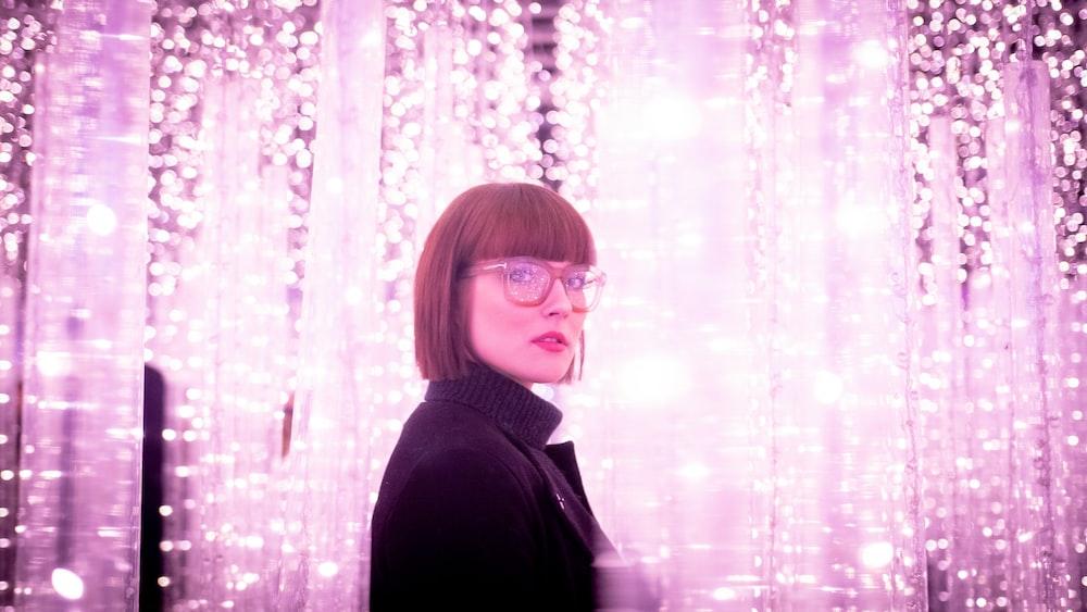 woman wearing eyeglasses close-up photography
