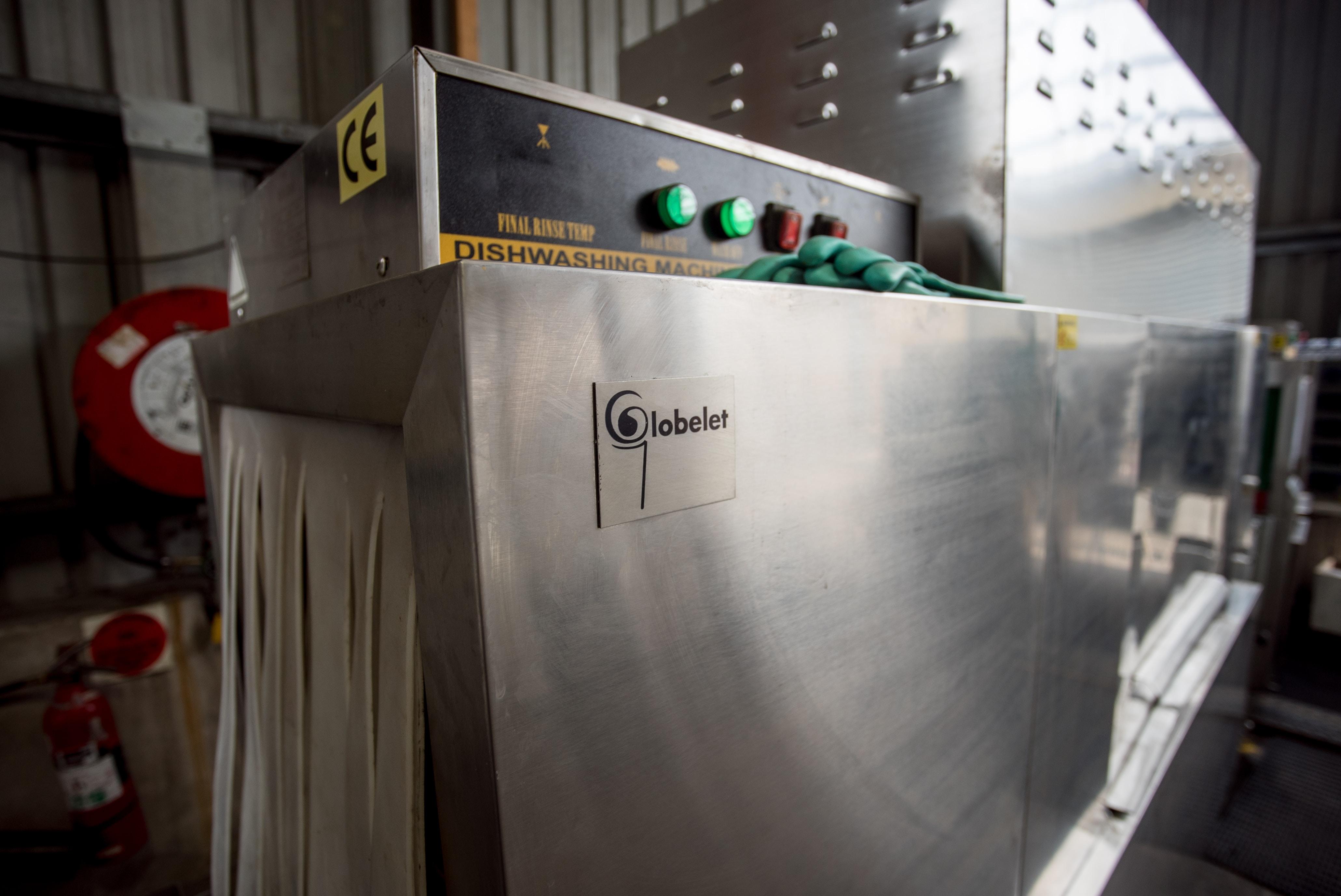 gray Lobelet dishwashing machine