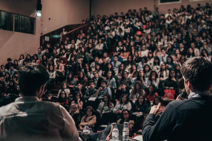 como promocionar evento empresarial conferencia curso taller