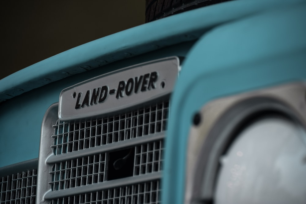 gray Land-Rover vehicle grille
