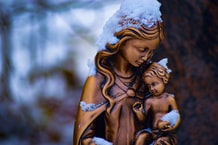 Abigail Dodds on Motherhood is Apologetics