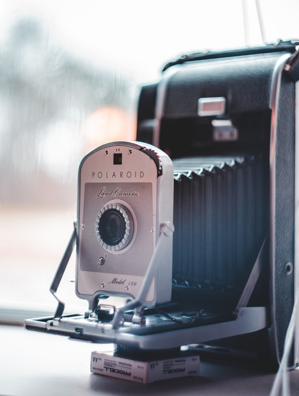 gray and black Polaroid land camera in close-up photography