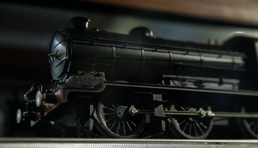 black train scale model