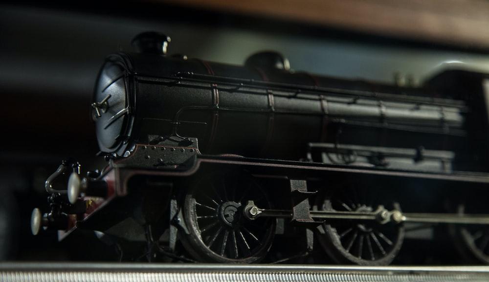 black train scale model