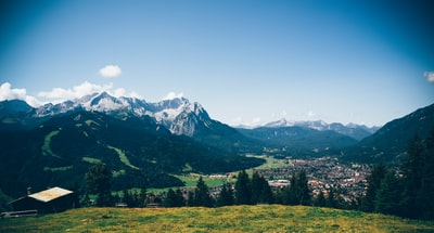 View from Wank to Garmisch-Partenkirchen & Zugspitze (Top of Germany). Made with Canon 5d Mark III and loved analog lens, Leica Elmarit-R 2.8 / 28mm (Year: 1978)