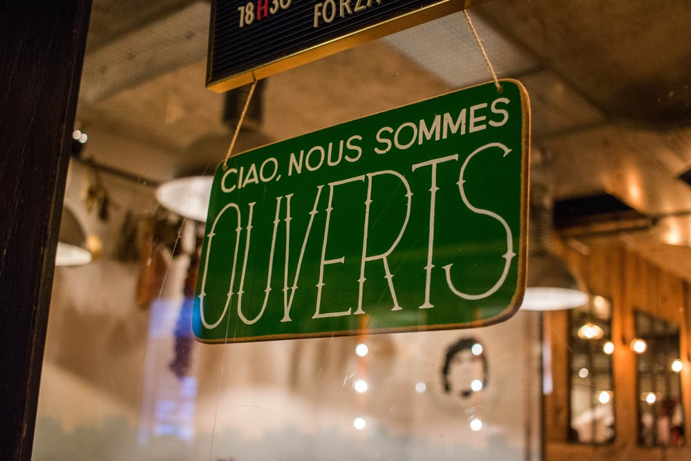 Ciao, Nous Sommes Ouverts signage