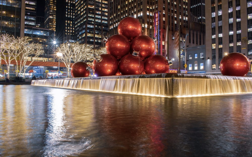 red Christmas baubles water fountain