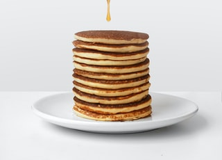 pancake with honey and honey dipper