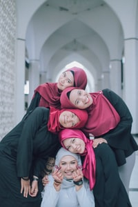 women's black and pink hijab