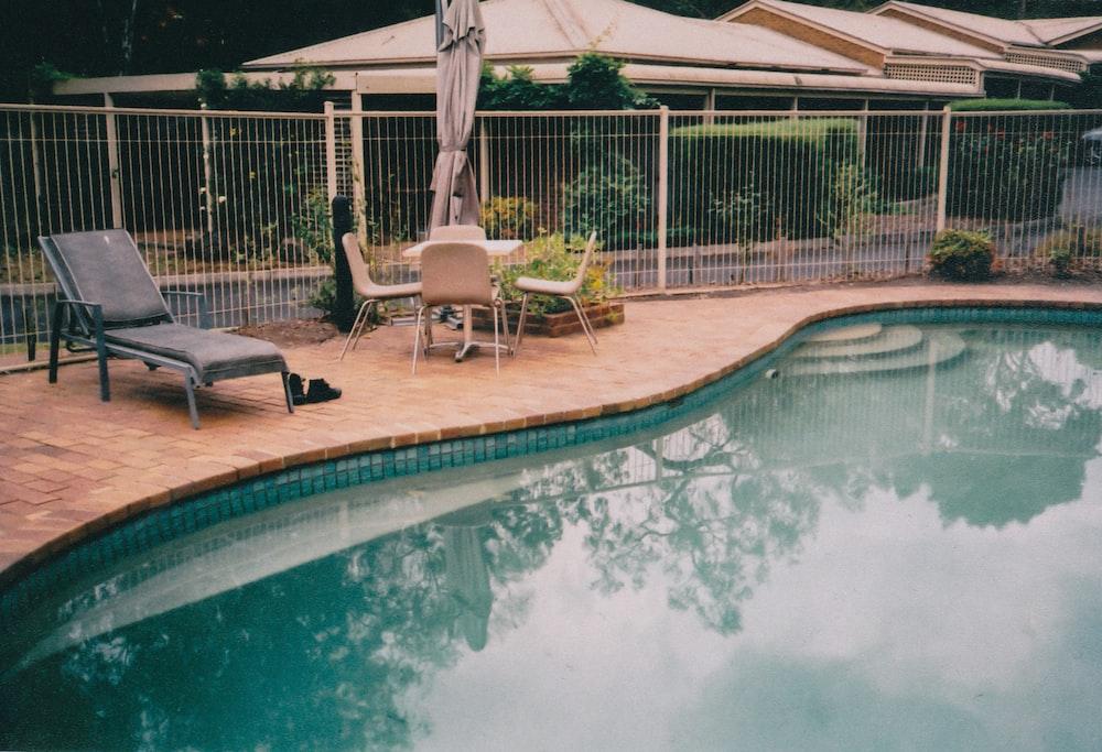 grey lounge beside pool