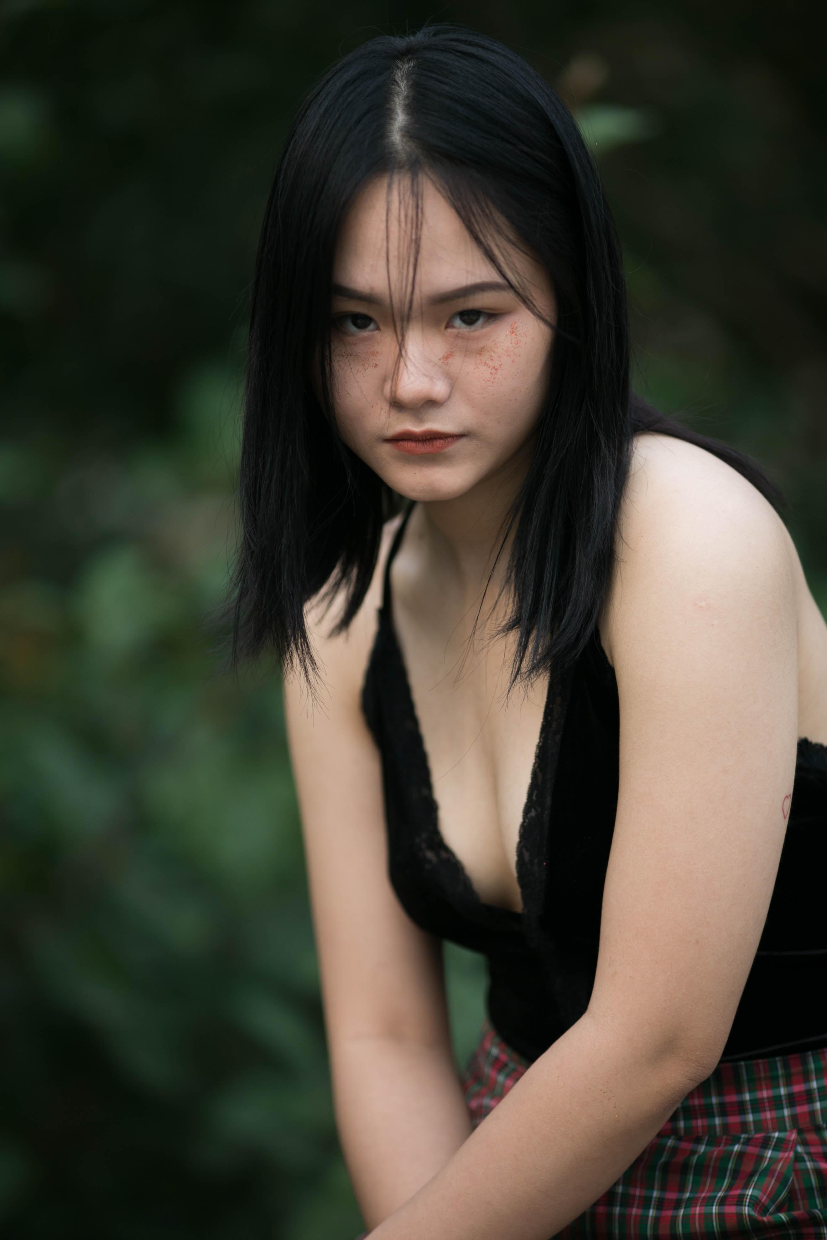women's black tank top