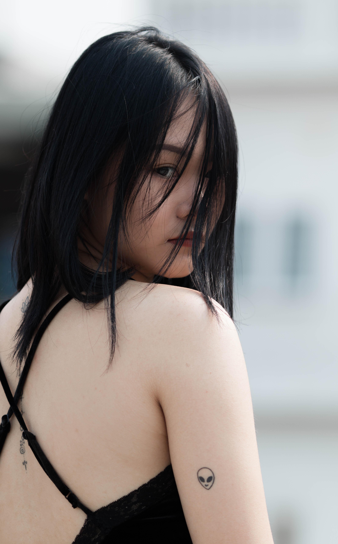 women's black hair