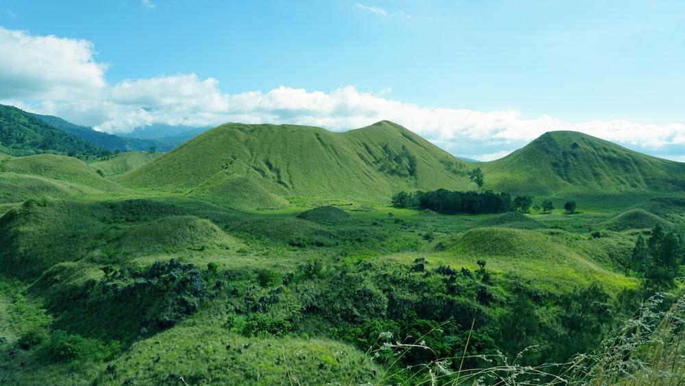 green mountain during daytime