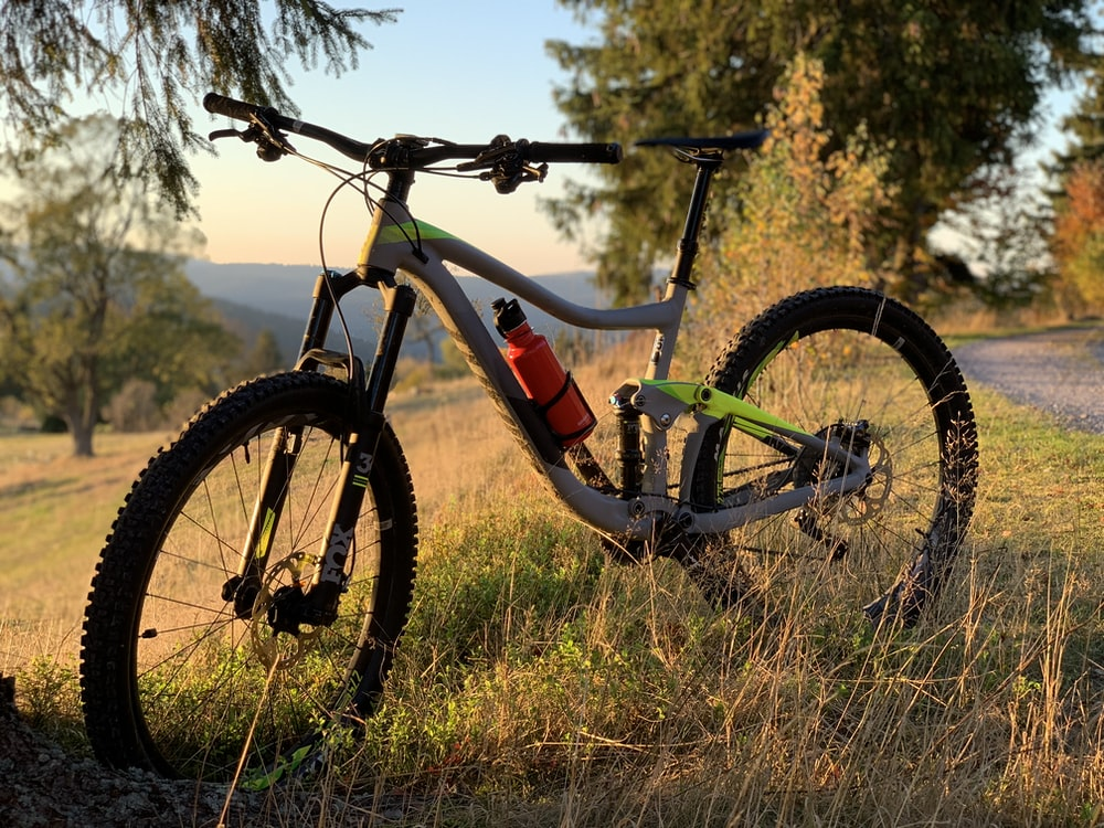 gray hardtail bike