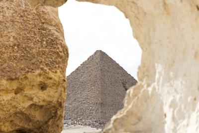 gray pyramid pyramids teams background