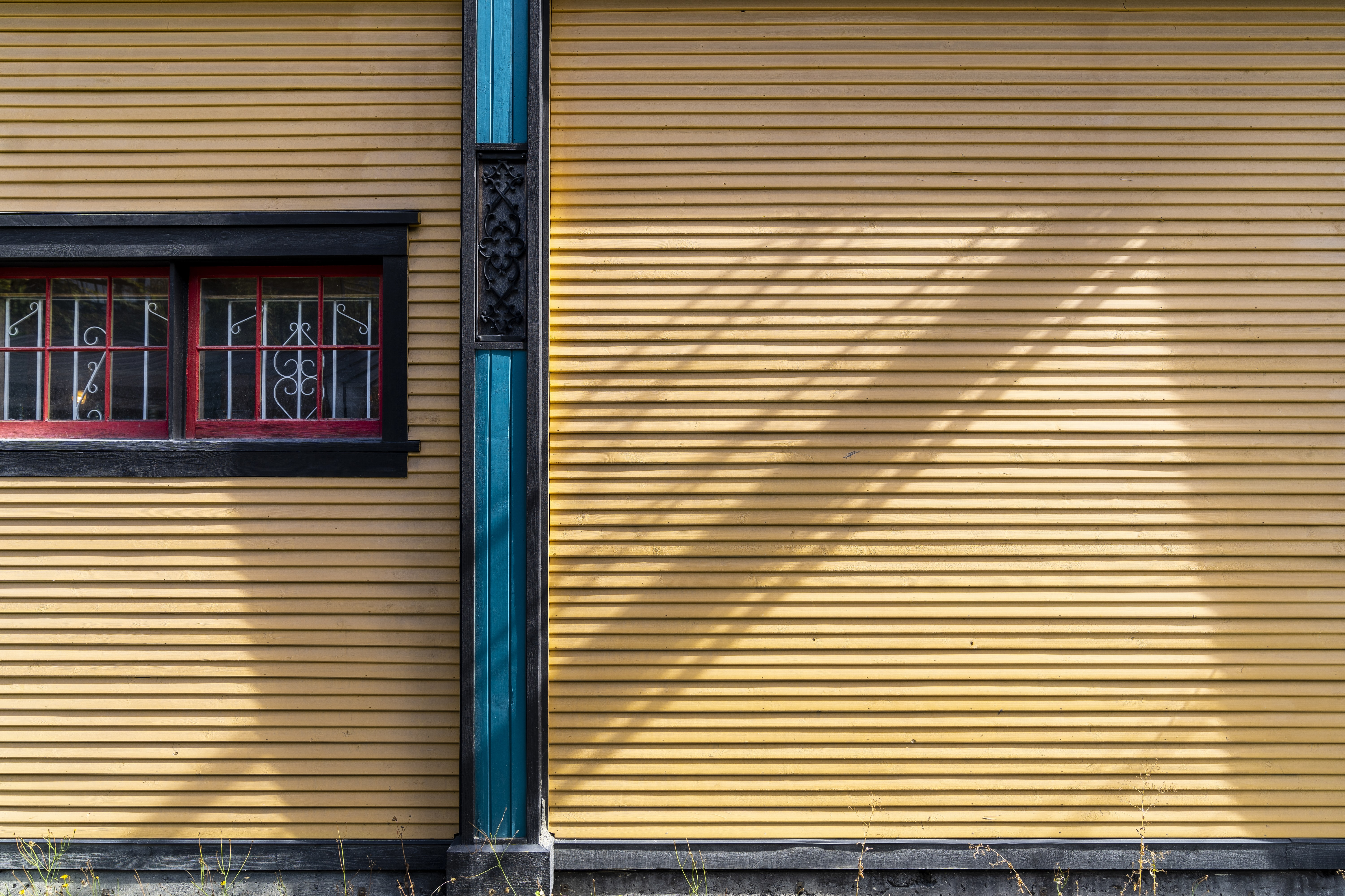 yellow wall houses during daytime