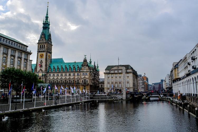 07b040f9875d9d Hamburg  Drogendealer-Razzia - fünf Verhaftungen
