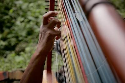 El joropo tuyero es un género musical de Venezuela. Mientras Yustardi Laza se preparaba para grabar un #Descompon con Mario Díaz tomé esta foto.