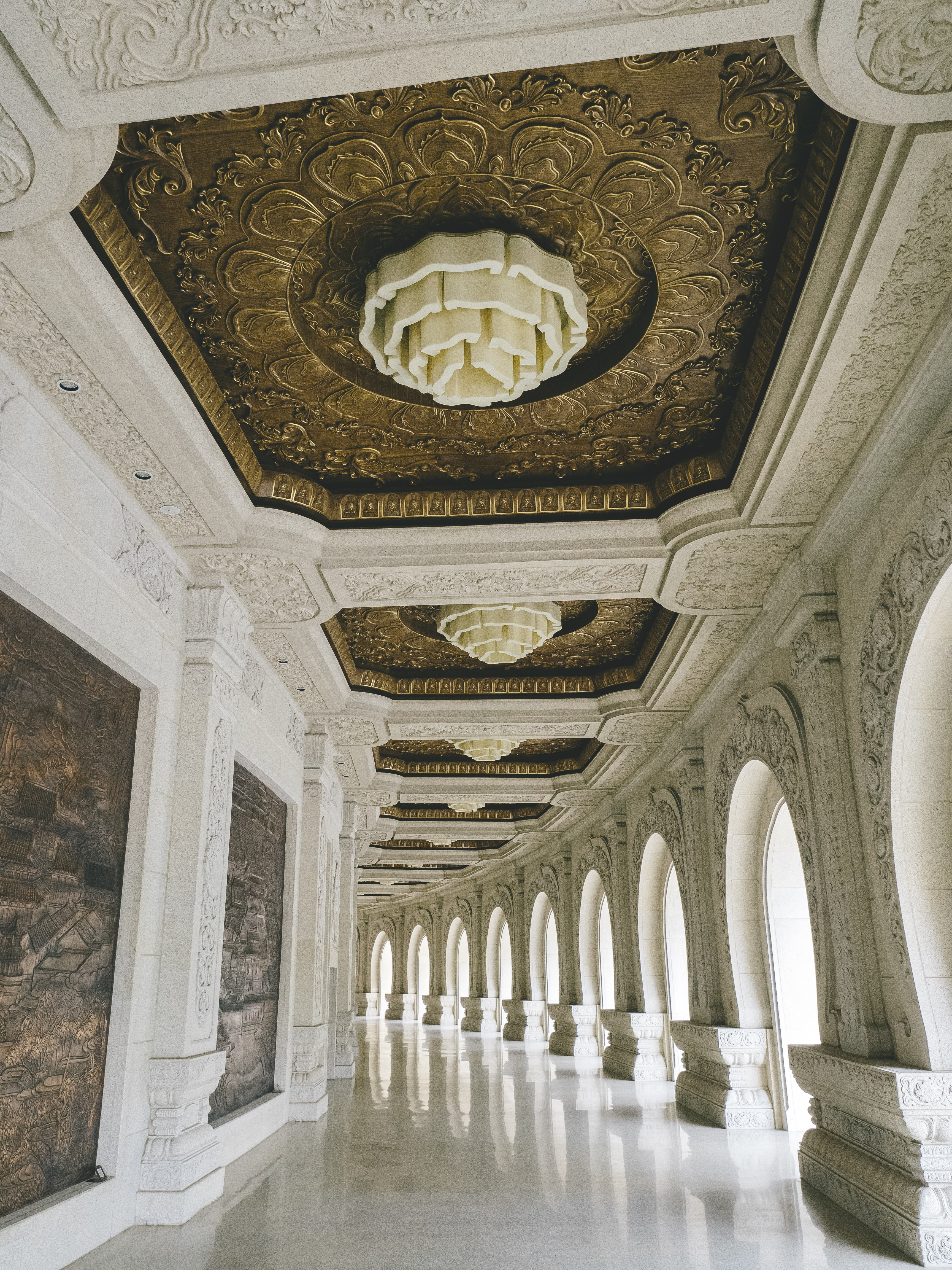 white hallway during daytime
