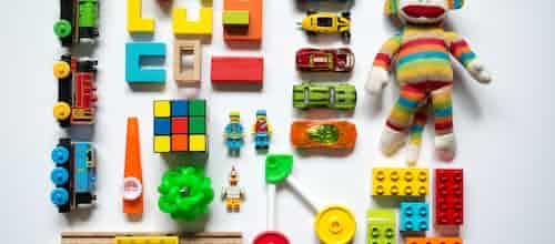 המשחק הוא הדבר: כיצד תהליכים טיפוליים חיוניים מתבטאים באופן הברור ביותר בטיפול בילדים - סקירת מאמרו של ג'יי בי פרנקל