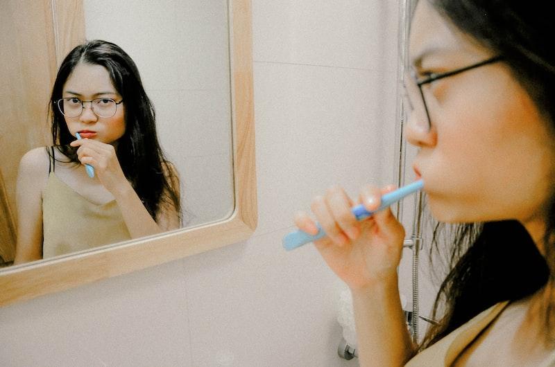 戴牙套 虎牙,拔牙 維持器,不整齊 推薦,戴牙套 刷牙,臉型 痛,齒列矯正 微笑曲線,年齡 臉型,時間 價錢,不整齊 費用,矯正 年齡