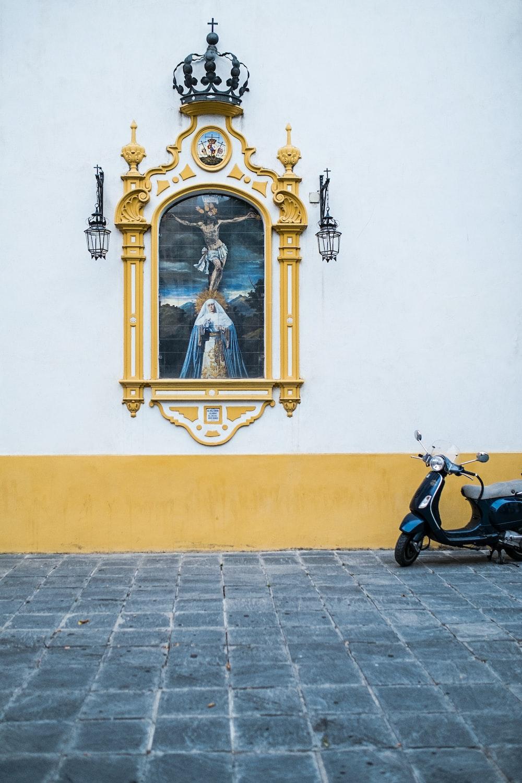 yellowa nd white painted window frame