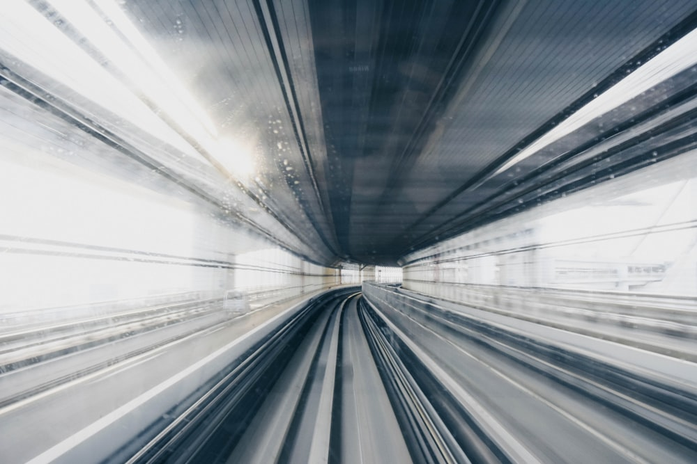 empty train track during daytimee