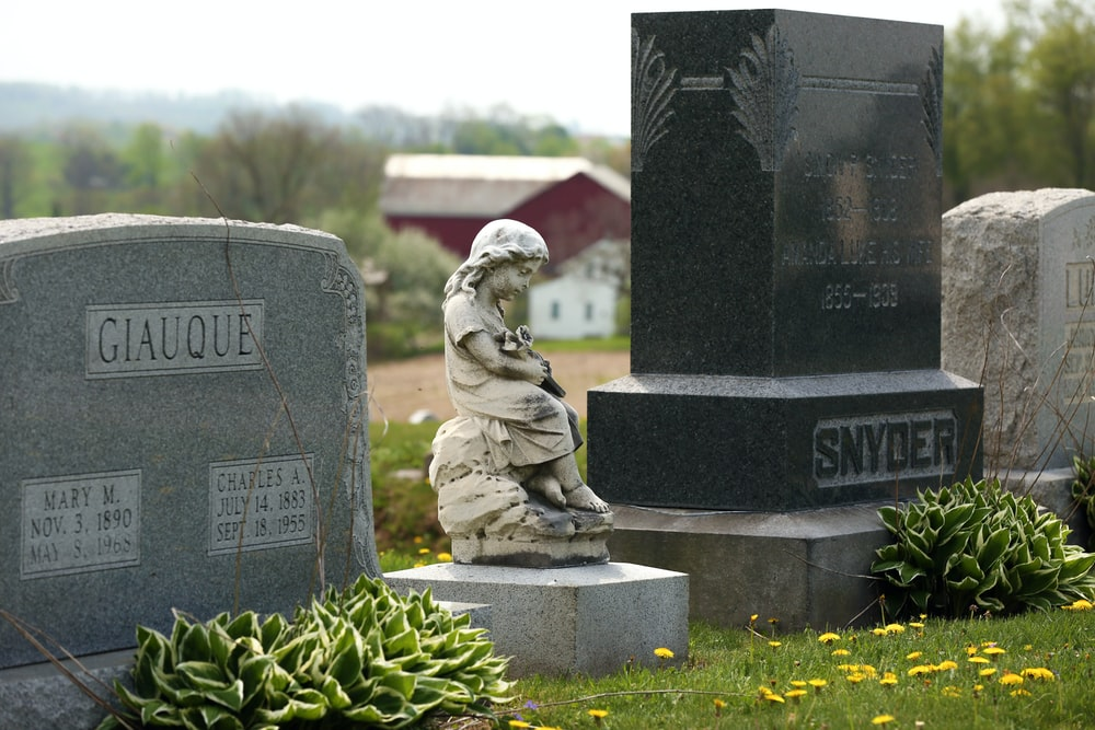 Giauque tombstone during daytime