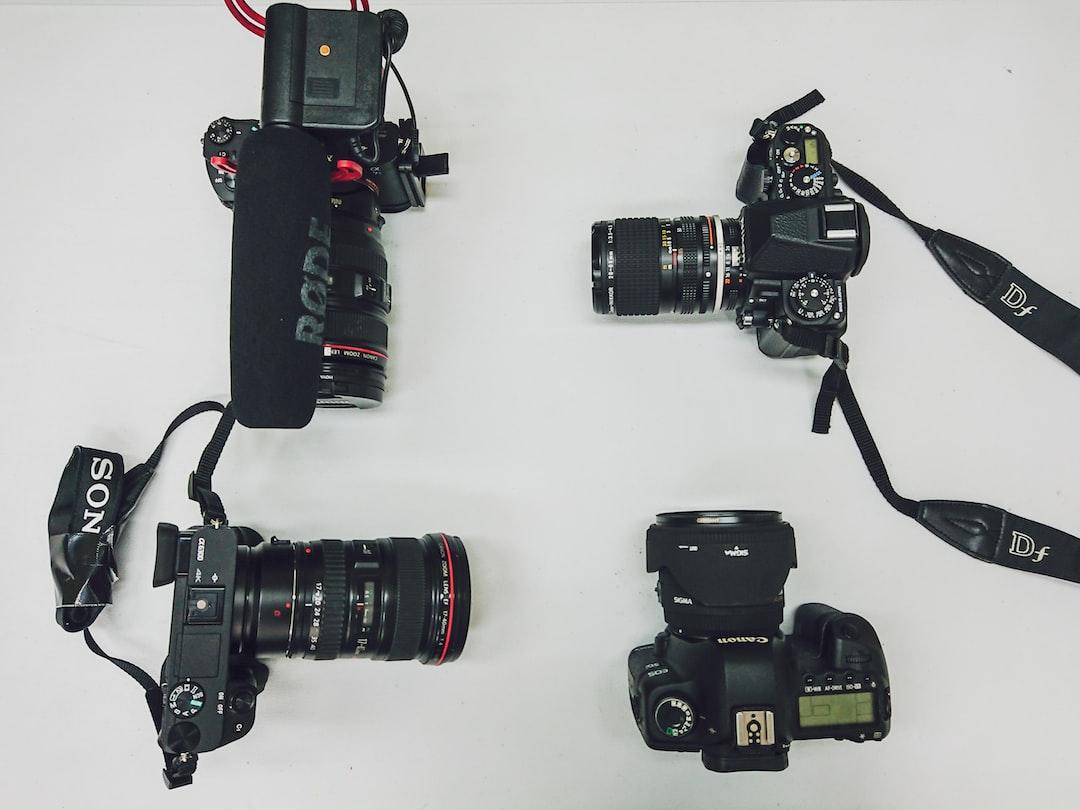 Fare fotografia in moto: fotocamere compatte, rugged e bridge