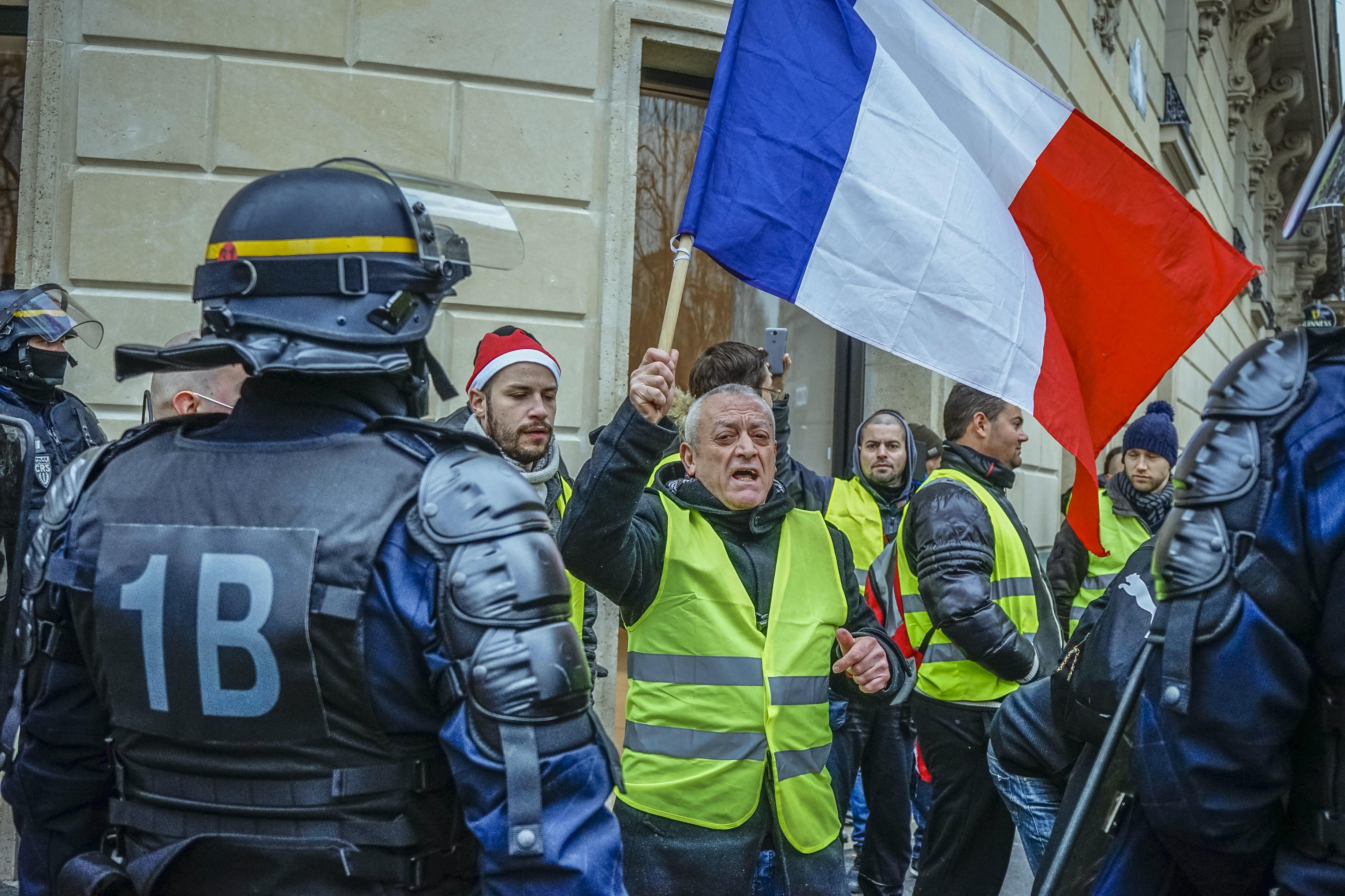 man holding Italy flag surrounded by police officers