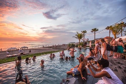 Mykonos bachelor party resorts