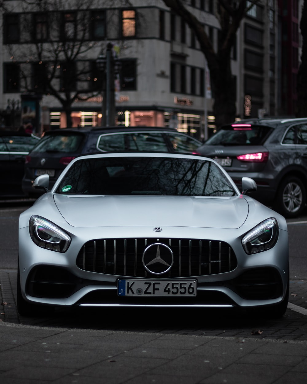 gray Mercedes-Benz car