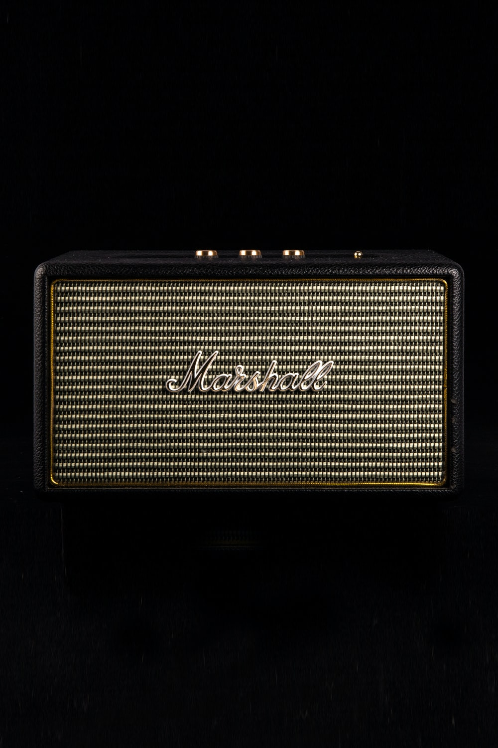 black and gray Marshall guitar amplifier