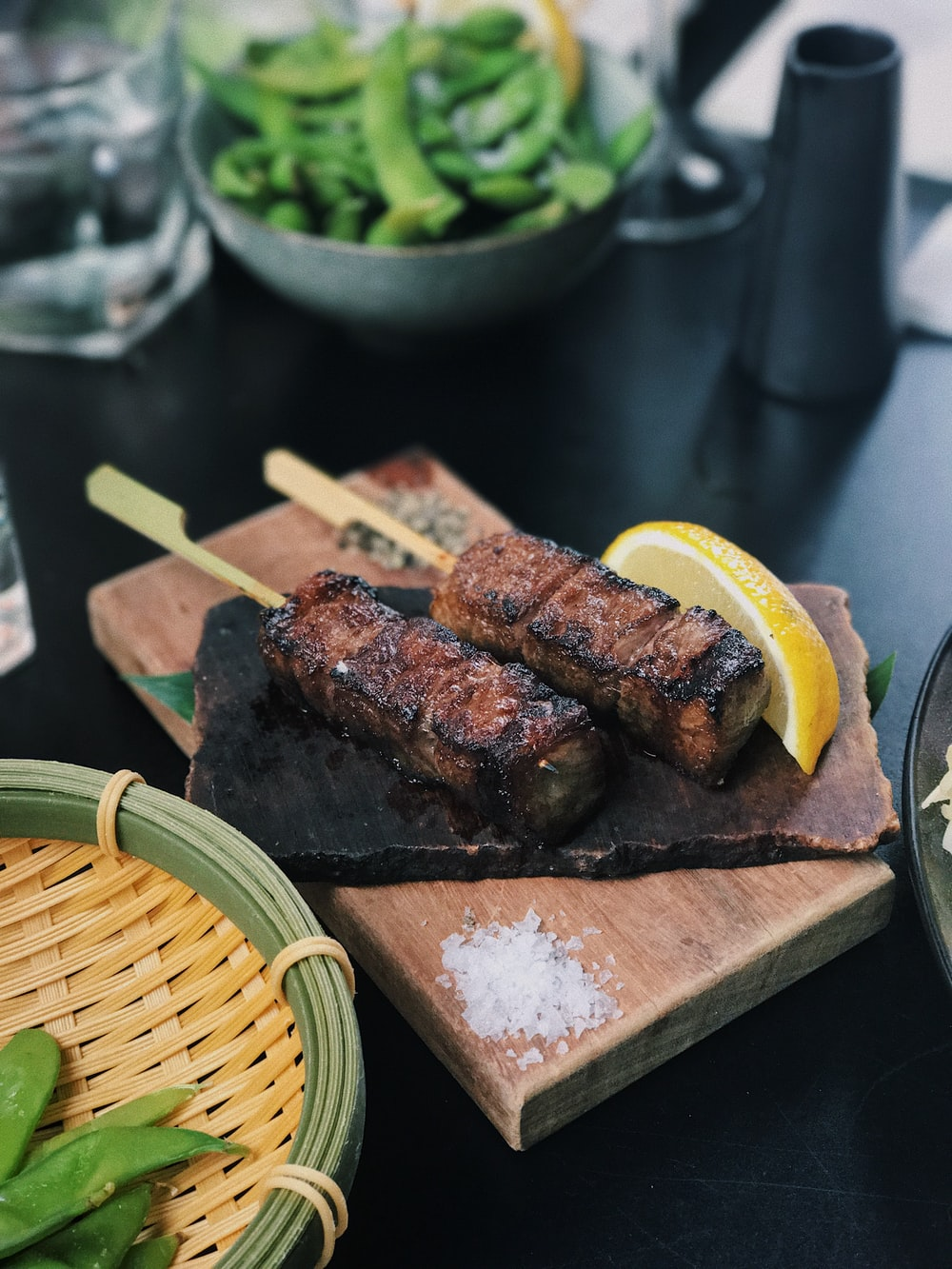 grilled steak on chopping board