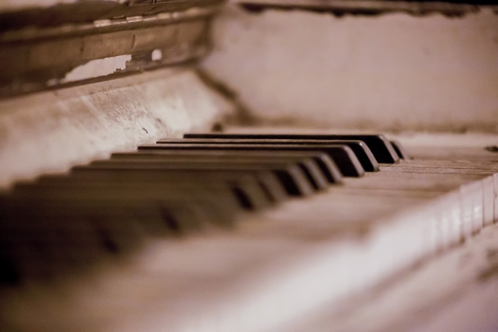 close-up photography of piano