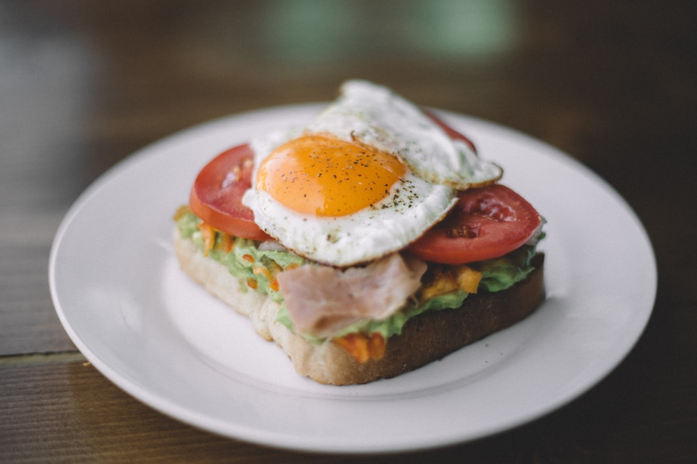 sandwich with sunny side up