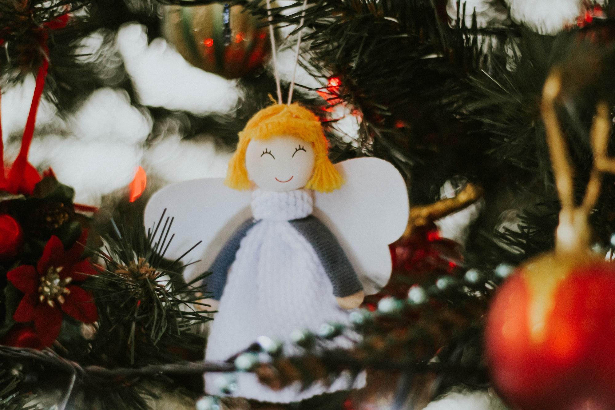 Как оригинально и необычно украсить новогоднюю ёлку?