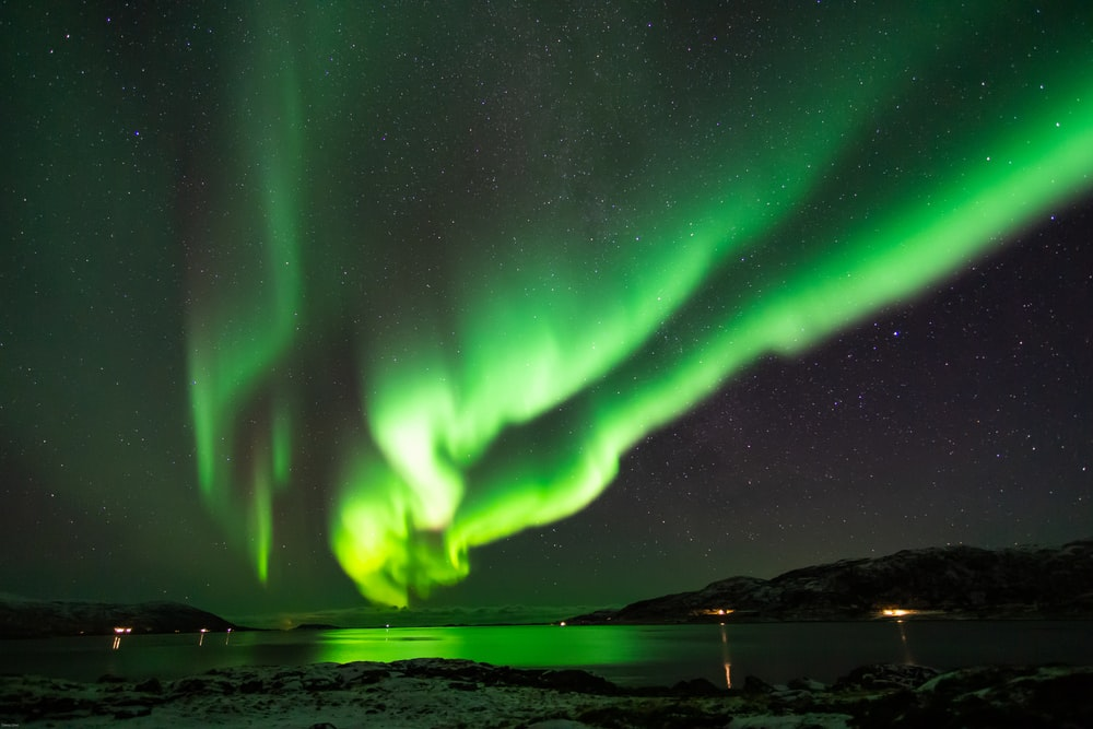 green northern lights photography