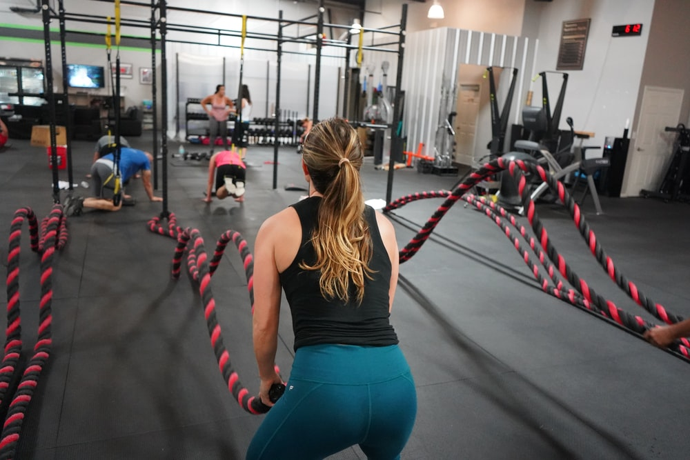 woman in black top pulling rope