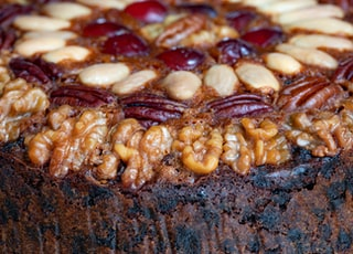 selective focus photography of chocolate cake